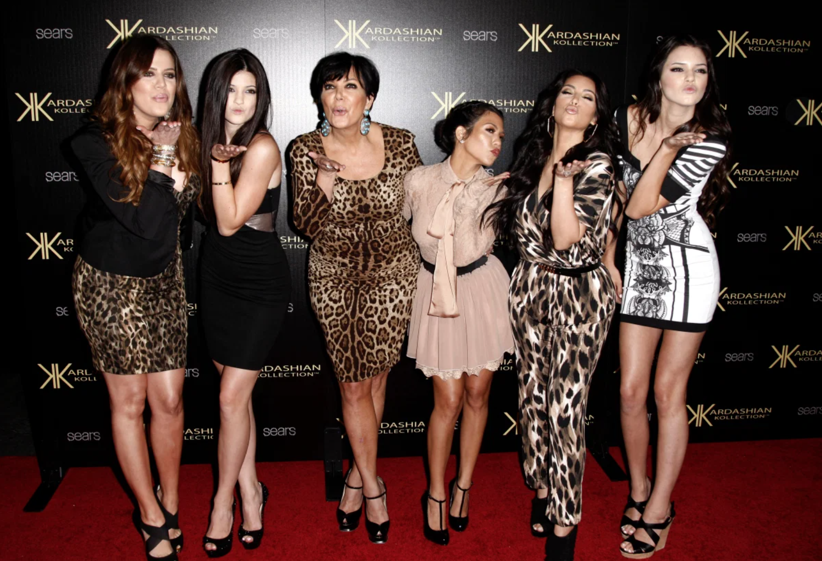 immeasurably satisfying keeping up with the kardashians finale depicts every cast member dying dies